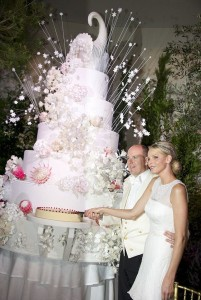Monaco's Prince Albert II and Princess Charlene cut their wedding cake at the Gala Dinner at the Opera Garnier in Monaco July 2, 2011.   REUTERS/Palais Princier/Eric Mathon/Handout (MONACO  - Tags: ROYALS ENTERTAINMENT)  (MONACO ROYAL WEDDING)   THIS IMAGE HAS BEEN SUPPLIED BY A THIRD PARTY. IT IS DISTRIBUTED, EXACTLY AS RECEIVED BY REUTERS, AS A SERVICE TO CLIENTS